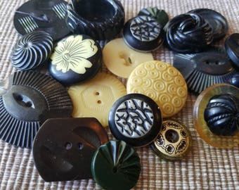 Vintage Buttons - Cottage chic mix of black and creamy yellow lot of 20 old and sweet( may 44 17)