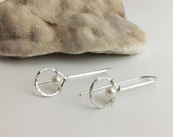 Silver Hammered Teardrop & White Pearl Threader Earrings. (E430SS-WP) wire jewelry by cristysjewelry on etsy