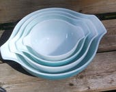 Vintage Pyrex Mixing Bowl Set, Amish or Butterprint Turquoise and White nesting bowls, Set of 4