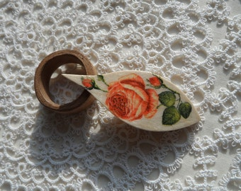 """Tatting shuttle with rose and tip 2.5"""""""