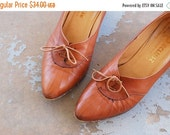 48 Hr Sale vintage 70s Shoes - Tan Leather Oxford Heels 1970s Boho Lace Granny Shoes 9 40