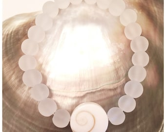 16mm Shiva Shell and Clear Frosted Glass Beaded Bracelet