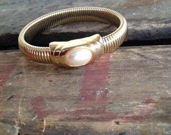 VINTAGE faux PEARL BRACELET - vintage bracelet- vintage beads- cool old piece