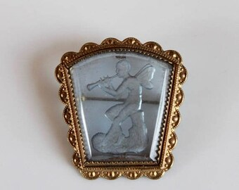SALE vintage glass etched brooch / 1940s cameo glass brooch / 40s glass angel brooch / brass framed