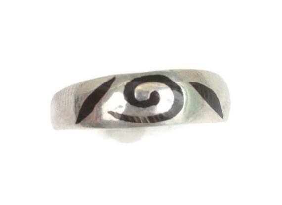 Black Enamel Swirl on Sterling Ring Modernist Size 9 Plus Netherlands Vintage