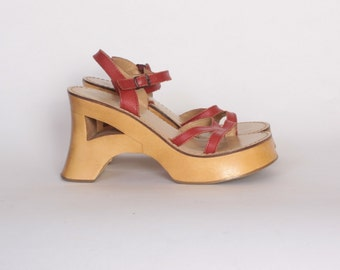 Vintage 90s PLATFORMS / 1990s Chunky Wood Heel Red Leather Strappy Sandals 9