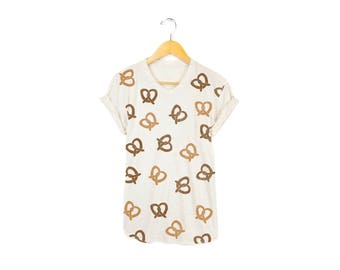 Pretzel Print Tee - Boyfriend Fit Crew Neck T-shirt with Rolled Cuffs in Heather Oatmeal and Golden Brown - Women's Size S-4XL