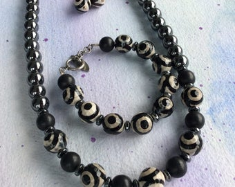 FREE SHIPPING Black Stone Graphic Pattern Stone Necklace