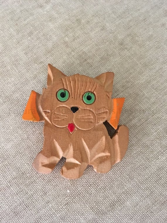 1930s 1940s Adorable Carved Cat Hand Painted Wooden Novelty Pin Brooch