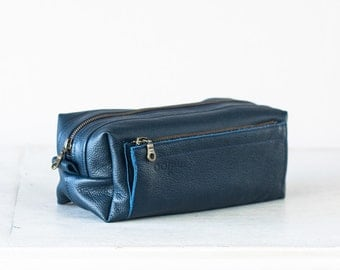 Travel case in blue leather, accessory case toiletry storage organizer groomsman gift case - Skiron travel case