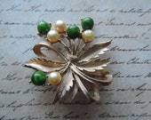 sarah coventry pearl brooch 60s spring bouquet green + pearl floral lapel pin vintage jewelry