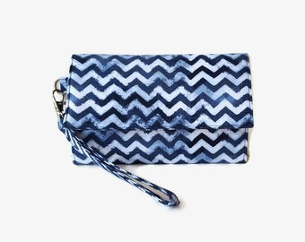 Cushioned Phone Wristlet Wallet - Blue Chevron Trifold Wallet - Smartphone Wristlet - Padded Phone Pouch -  Cell Phone Wallet - Small Clutch
