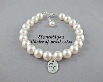 Pearl bracelet, 2 Initials charm bracelet, Bridesmaid pearl bracelet, Single Pearl strand, Wedding Jewelry gift, Classic pearl bracelet.