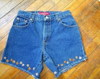 Sale / Vintage Levis Cutoffs / Embroidered Flowers / Hippie Shorts / Levis Cutoffs / Jean Shorts / Levis Shorts