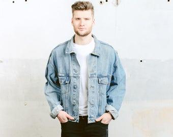 Oversized DENIM Jacket . Vintage 80s Men's Trucker Jacket Jeans Jacket Medium WASH Blue Denim Distressed Faded Stonewashed . size XL