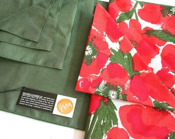 Vera Numann NOS napkins and placemats. Vera table linens, red poppies, green table linens, linen napkins, linen table mats, Neumann lot