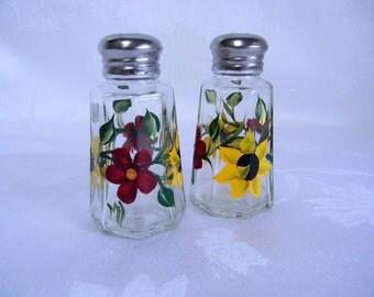 Salt and pepper shakers, sunflower shaker set, painted salt and pepper shakers, floral salt and pepper shakers, shaker set, kitchen decor