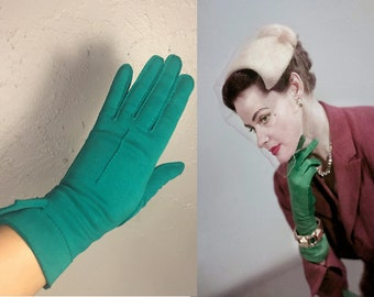 Down On Her Royal Luck - Vintage 1950s Kayser Emerald Green Double Cotton Over Wrist Gloves - 7