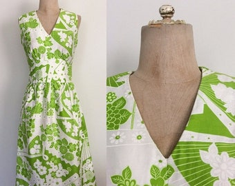 20% OFF 1960's Lime Green Floral Print Dress Size Small Medium by Maeberry Vintage