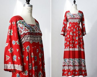 Boho Maxi Dress M/L • 70s Dress • Floral Maxi Dress with Pockets • Red Maxi Dress • 70s Maxi Dress • Flare Dress • Floral Dress | D1004