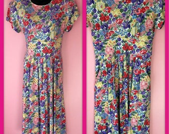 Vintage 1980s Fabulous Floral Short Sleeve Dress