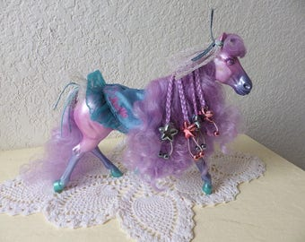 Vintage Fashion Star Fillies, Joelle with barettes, headband, tail bow and monogramed blanket.
