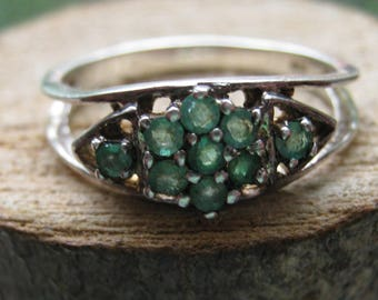 Vintage Sterling Silver Women's Ladies Ring Size 8 Flower Design with Green Emerald Gemstones