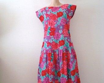 ON SALE 1980s Dress / floral print cotton sundress / designer vintage spring fashion