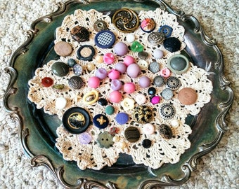 Mixed Lot of Vintage Buttons - Metal Buttons - Plastic Buttons - Fabric Buttons - Unique Buttons