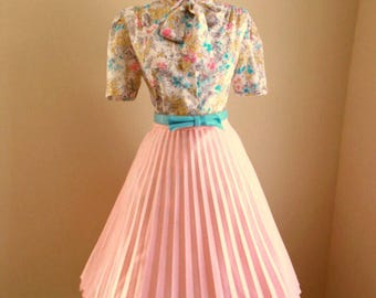 VINTAGE 1960s Womens Peach Accordion Style Pleated Full Skirt