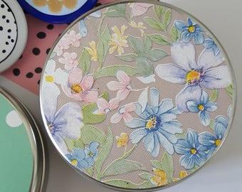 Vintage pastel bloemen blikje