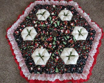 Christmas Tree Skirt - Biscuit Quilted - Peppermint Santas