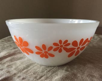 "Fabulous Vintage Pyrex "" DAISY CHAIN"" pattern in orange. My vintage home / Vintage decor"