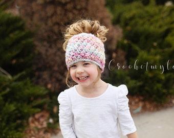 Messy bun beanie crochet pattern, crochet patterns, women beanie crochet pattern, messy bun hat patterns, pony tail beanie patterns