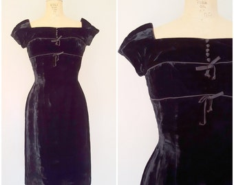 Vintage 1950s Black Velvet Dress / Fitted Dress / Cap Sleeve / XS