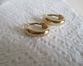 Vintage Classic 14K Yellow Gold Oval Hoop Earrings With Lever Backs
