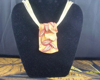 Faux Wood & Leaf Necklace