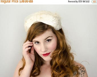 25% OFF SALE / 1950s vintage hat / white raffia headpiece / bridal hat
