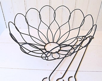 Wire Hanging Basket -- Scalloped with 3 Hooks -- Vintage Garden Planter