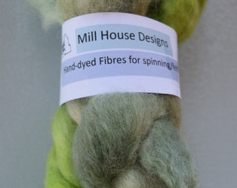 Hand-dyed Corriedale wool fibres