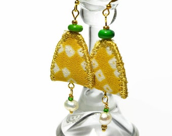 boho textile pearl earrings, upcycled silk earrings, festival jewelry, pearl jewellery, upcycled jewelry, yellow, arch, dangle earrings,ooak