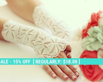 SALE! Bridal lace gloves,wedding gloves, ivory lace gloves, FREE SHIPPING 25% off!