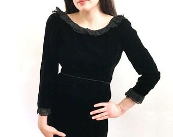 Vintage 60s Cocktail Wiggle Dress Black Velvet w Lace Trim Classy Dress