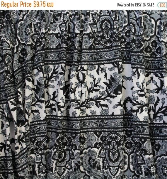 Jersey knit fabric,Lightweight sweater knit fabric,Soft jersey knit fabric,Knit apparel fabric,Gray black and white jersey knit