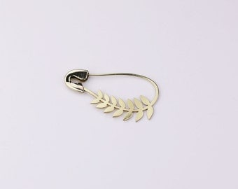 FIBULOSO LAURO hand sawed brass safety pin brooch