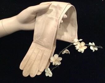 Vintage Women's Dark Ivory Exquisite Veritable Soie Geniune Silk Lining Leather Gloves Made in France, Wedding Gloves,  Vintage Bride