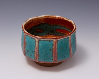 Wheel-thrown Faceted Stoneware Tea Bowl / Chawan Shino and Green Glazes by Hsinchuen Lin 林新春