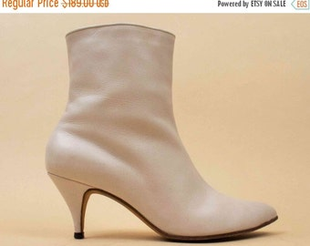 20% OFF 1DAY SALE 50s 60s Vtg rare Enzel of Paris Genuine Leather Ivory Cream Zip Up Mod Ankle Boot / GoGo Kitten Heel Pointed Almond Toe /