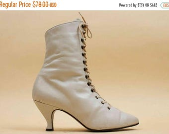 25% OFF 70s 80s Vtg Eggshell White LEATHER Lace Up Heel Ankle Boots / Mod Pointy Rocker Victorian / 7 Eu 37.5 37