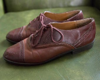 Vintage lace-up oxfords Size 8.5